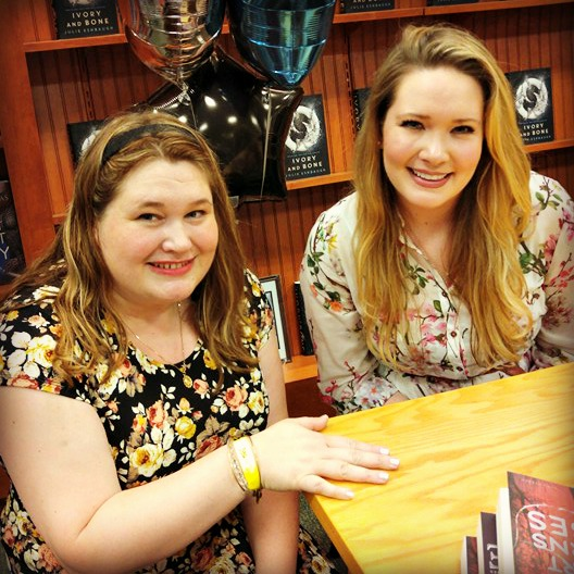 The Queen Bee and Sarah J. Maas!